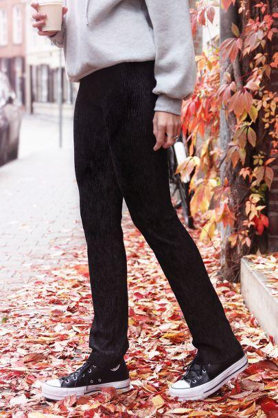 Zwarte velvet broek met structuur
