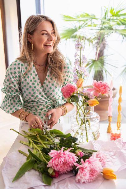Wikkeltop met geborduurde bloemen