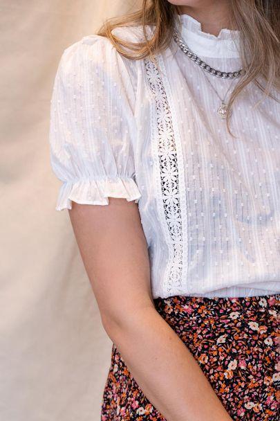 Witte top met crochet tape