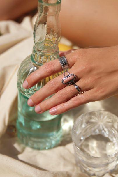 Zilverkleurige initial ring