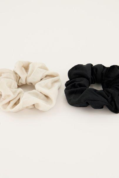 Zwart & witte velvet scrunchie set