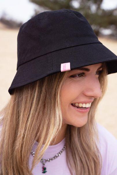 Zwarte bucket hat