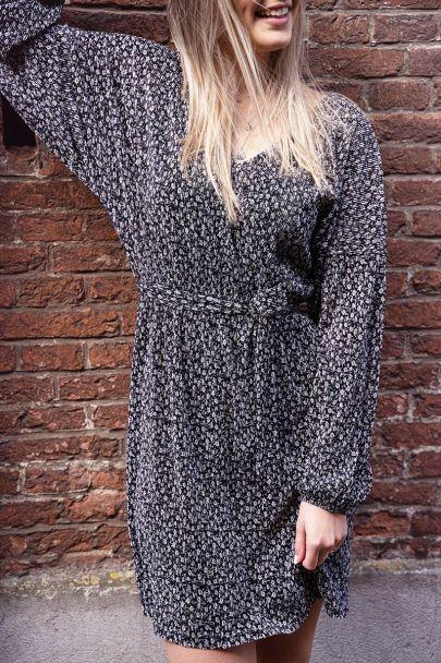 Zwarte jurk met print & plissé