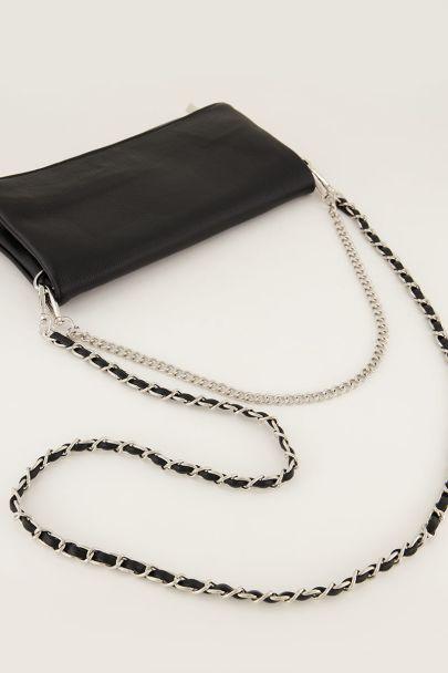 Zwarte schoudertas met zilverkleurige hengsels