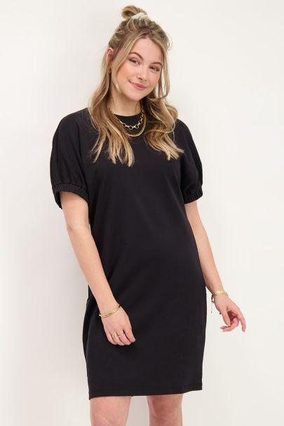 Zwarte jurk met elastieke mouwen