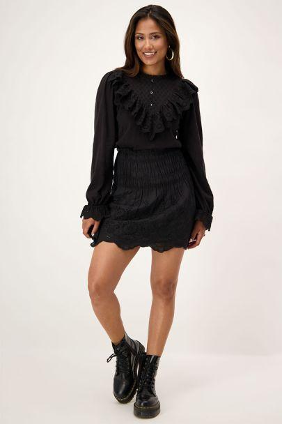 Zwarte top met embroidery & ruffles