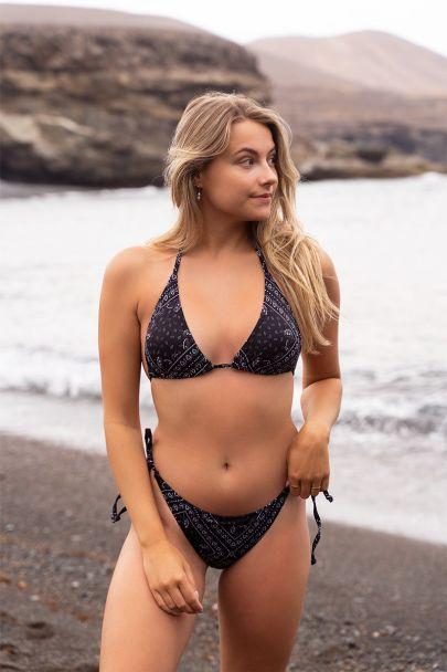 Zwarte bikini set met bandana print