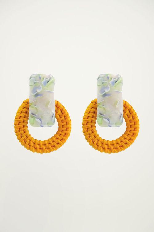 Oranje oorhangers bamboe & print My Jewellery