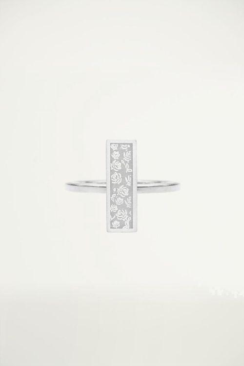 Minimalistisch ringetje met bar plaatje en roosjes, Vintage sieraden