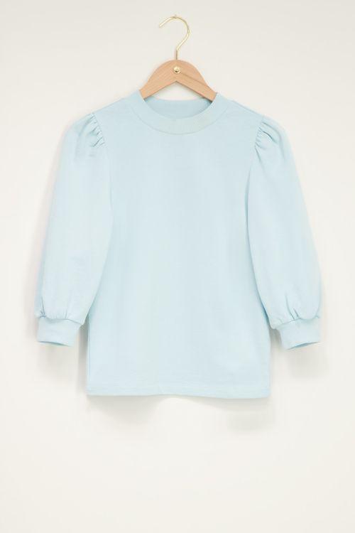 Blauwe sweater met korte pofmouw