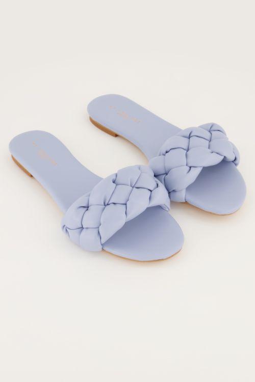 Lichtblauw slippertje gevlochten