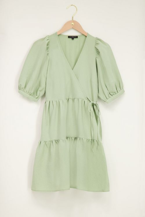 Mint groene jurk met lagen en pofmouwen