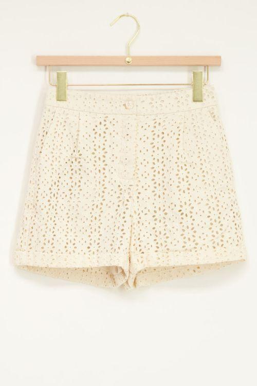 Shortje met embroidery beige