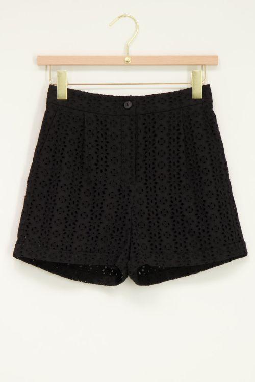 Shortje met embroidery zwart