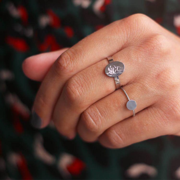 Minimal ring met gevlochten ontwerp in roestvrij staal