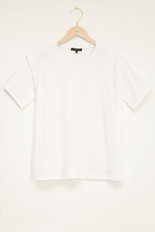 Witte top met schouderstukken