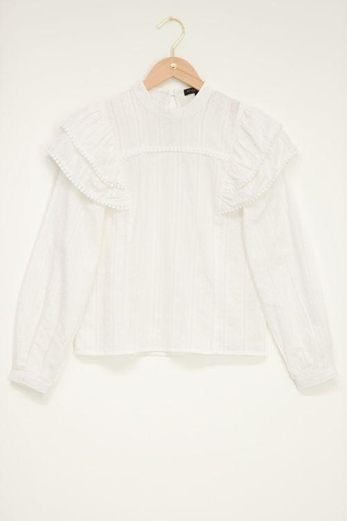 Witte blouse met volantmouw