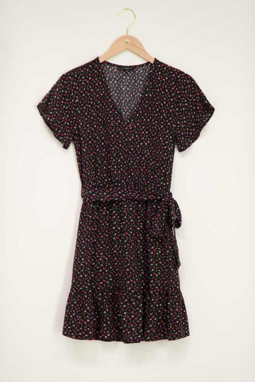 Zwart jurkje met overslag en bloemenprint