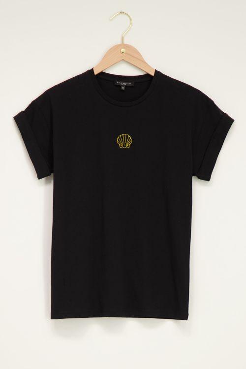 Zwart t-shirt met gouden schelp