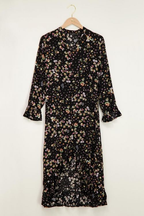 Zwarte jurk met bloemenprint & ruffles