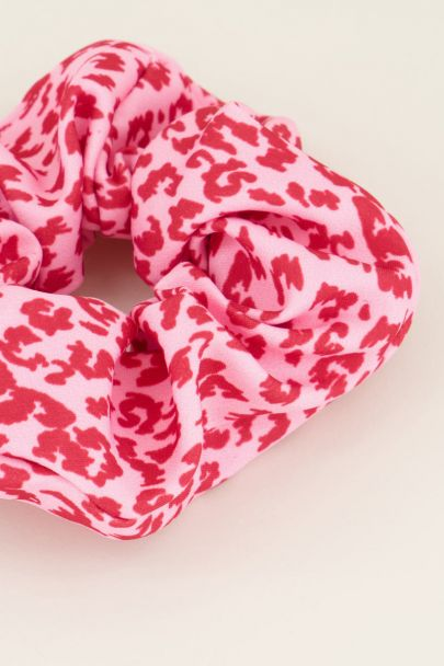 Rode panterprint scrunchie