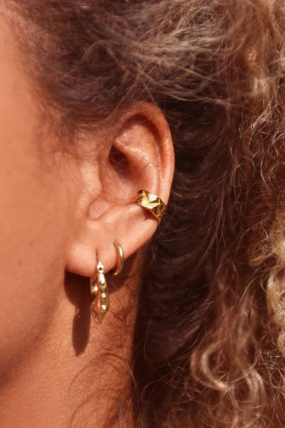 Ear cuff met patroon