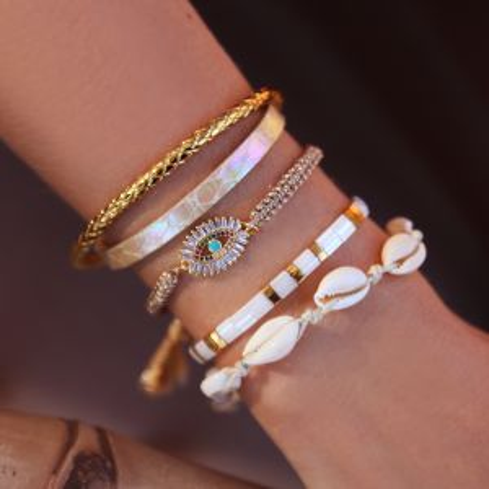 Witte armband met platte kralen
