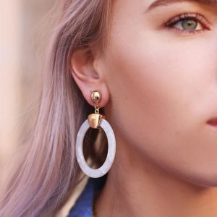 Witte ronde oorhangers