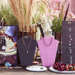 Roze ketting display velvet