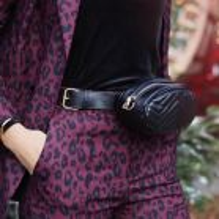 Zwart ovaal heuptasje met rits, zwarte bum bag