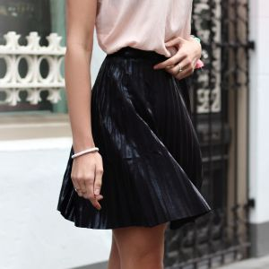 Shiny Plissé Skirt - Black