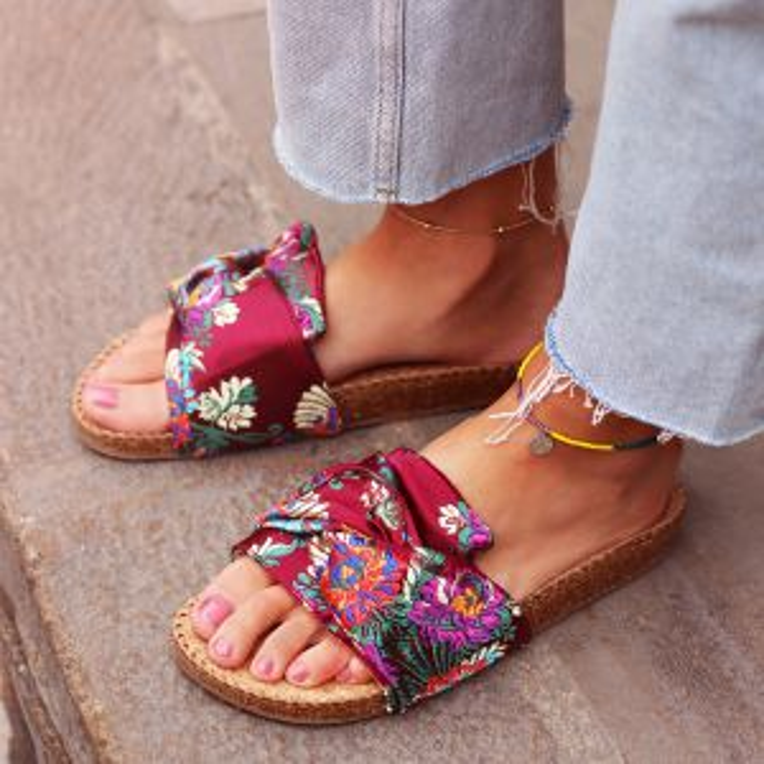 Oriental Knot Flip Flops - Burgundy