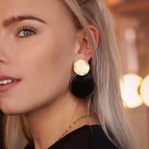 Black Shell Earring