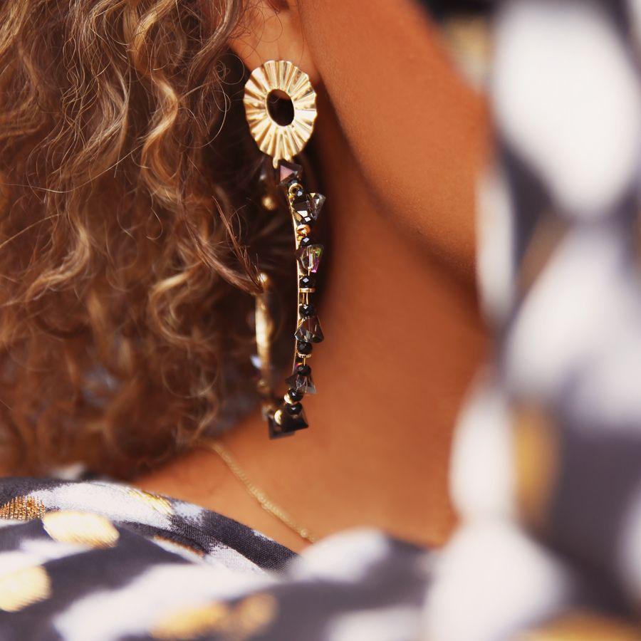 opvallende oorbellen stylen